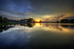 Cool or Warm? (vedd) Tags: longexposure sunset canon eos golden hour malaysia kualalumpur hdr hoya cyberjaya nd400 9xp 400d cyberjayalakegarden