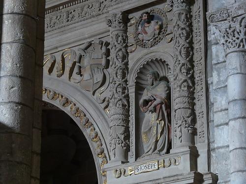 Detalle de la portada plateresca de la Capilla de San Miguel