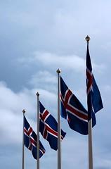 Fánar á kjördag (dvergur) Tags: sky clouds flag reykjavík ísland rautt ský himinn blátt fáni hvítt isliceland kjördagur