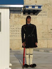 "Presidential guard (""Evzonas""), Athens, Greece (Tilemahos Efthimiadis) Tags: hellas athens greece 100views 400views 300views 200views 500views 50views 800views 600views 700views 1000views syntagma tsolias  900views evzones changingofguards   evzonas     unkonwnsoldier address:city=athens   address:country=greece"