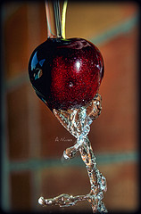 Washing the cherry..=) (Dregster) Tags: naturaleza art water fruit cherry agua eau wasser air natur natuur natura olympus fruta su termszet acqua  priroda vatten uji cereja aigua vann vesi voda woda alam vand  auga  cereza   daba tubig   ciliegia proda charakter vanduo doa  ilma   narava  prroda naturalesa  vz natyra  nc iseloom   dens kalikasan thinnhin ap   olympuse410    zuikodigitaled1442mm dregster luonne pobdis anunes