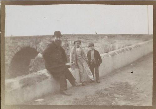 E. Bibesco. Vuillard et deux enfants, Cordoue (1901). Musée dOrsay, París.