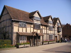 Shakespeare's Birthplace - Stratford upon Avon (ell brown) Tags: greatbritain england museum facade unitedkingdom townhouse literary tudor markettown warwickshire nationalmonument stratford stratforduponavon preservation williamshakespeare tileroof shakespearesbirthplace timberframed tudorbuilding shakespearessister henleyst gradeilistedbuilding gradeilisted woolshop civilparish southwarwickshire shakespearebirthplacetrust birthplaceofwilliamshakespeare plasterinfill rubbleplinth rubblestacks johnshakespeare shakespearebirthplacecommittee birthplacetrust districtofstratfordonavon