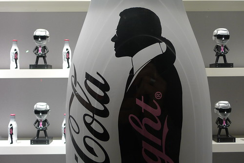 Vitrines Coca-Cola light by Karl Lagerfeld - Galeries Lafayette - Paris, mai 2010