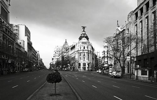 Al fondo el Edificio Metropolis (Madrid)