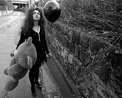 E così mi innamorai di te che sei sempre innamorata di qualcosa (Angelo Nairod) Tags: street bw black girl lady dark baloon teddybear romantic soe palloncini darklady mywinners abigfave citrit theunforgettablepictures junjou betterthangood angelonairod junjouromantica dragondaggerphoto