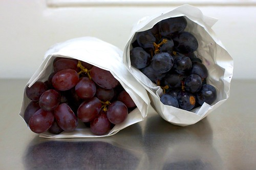 purple and black grapes