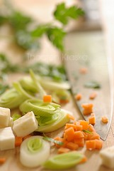 Making soup - mise en place (Thorsten (TK)) Tags: food orange green soup dof bokeh knife ingredients carrot carrots parsley leek miseenplace lauch cuttingboard shallowdepthoffield mhren foodphotography karotten foodpresentation petersilie sellerie foodstyling cellery knollensellerie thorstenkraska soupbokeh