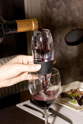 aerating red wine