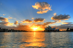 Sydney Harbour Sunrise (5ERG10) Tags: ocean morning blue sun house west reflection building water sergio yellow architecture clouds photoshop sunrise lights nikon opera waves pacific alba harbour sydney may australia wideangle landmark icon quay porto nsw handheld newsouthwales ripples rays operahouse 2009 sidney architettura hdr highdynamicrange circular oceania d300 3xp photomatix sigma1020 tonemapping amiti 5erg10 sergioamiti