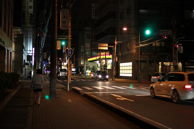 夜の市役所入り口