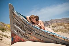 Laura. (Blanca M.) Tags: sea portrait espaa woman laura beach girl canon mar mujer barca chica retrato sigma playa andalucia blanca cielo cadiz martinez despedida soltera tarifa sigma2470mmf28 eos30d blancamartinez blantree3 spainarena