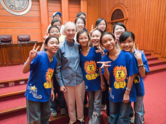 Dr. Jane Goodall & Xihu Elementary R&S Group  (olvwu | ) Tags: forum taiwan speaker conference taipei presentation discussion speech keynote internationalforum taipeicity 1260 sustainabledevelopment janegoodall jungpangwu oliverwu oliverjpwu environmentalissues nationalcentrallibrary mrh rootsshoots janegoodallinstitute olvwu drjanegoodall manlichen mrhope jungpang thejanegoodallinstitute 2009internationalforumonsustainabledevelopment banqiaojuniorhighrsgroup hsunghsiungtsai hualiengirlshighrsgroup internationalconferencehall internationalforumonsustainabledevelopment jrgenmaier miwakokurosaka nationalcouncilforsustainabledevelopment nationaltaiwanuniversityrsgroup penchichiang thejanegoodallinstitutetaiwan wwwgoodallcomtw wwwgoodallorgtw xihuelementaryrsgroup
