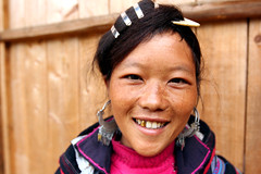 Black hmong woman  Sapa (Jules1405) Tags: world travel portrait people woman black smile face asian asia noir vietnamese den north vietnam viet asie southeast nord sapa hmong nam asiatique reflectionsoflife montagnards vietnamien lovelyportrait jules1405 unseenasia