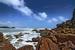 Kemasik Beach Part 4 (Firdaus Mahadi) Tags: sky cloud beach water rock clouds digital landscape sand scenery views malaysia awan ultrawide minimalist batu pulau pantai kemasik terengganu pasir langit pemandangan uwa minimalis kemaman pantaikemasik visitterengganu kemasikbeach tokina1116mmf28 firdausmahadi firdaus