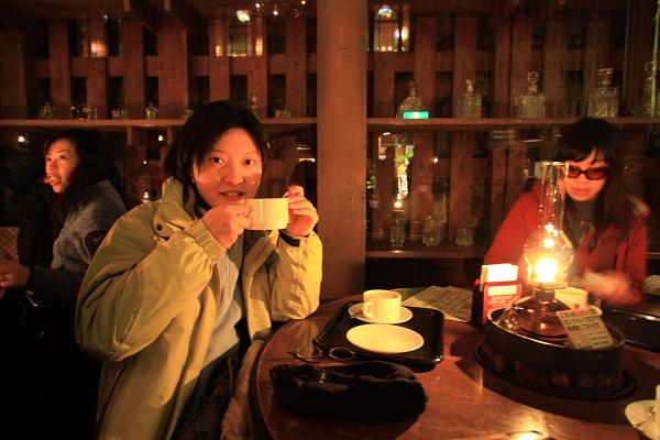 2009北海道-D3-3-歐風煤油燈咖啡_06.JPG