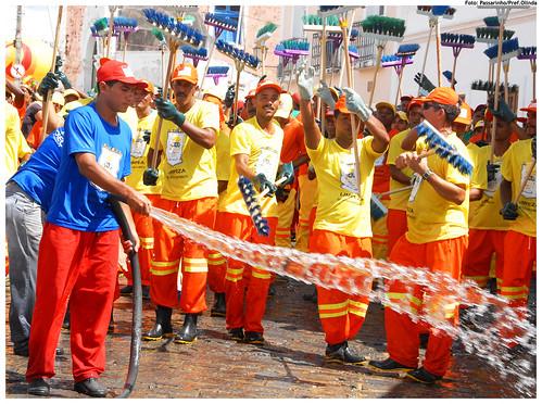 Lavagem simbólica do sítio histórico no Carnaval de 2009. Foto: Passarinho/Pref.Olinda
