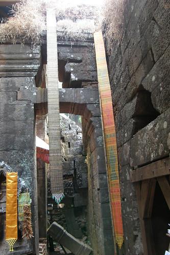 76.垂吊在神廟裡很有感覺