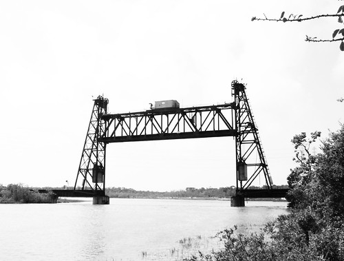 Truss Railroad Lift Bridge over Cedar Bayou, south of Spur 55, Baytown, Texas 0425091054ABW