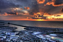 Le havre (matxu) Tags: mer france sol beach port sunrise puerto atardecer mar barco playa havre puesta francia hdr photomatix