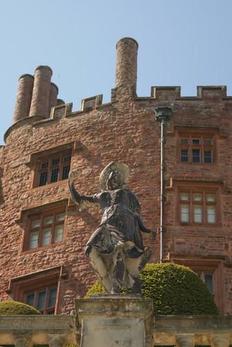 powis_castle-statue (3)
