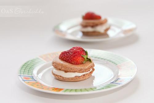 Миндальное печение со сметанно-клубничным кремом | Macaroons with strawberry cream