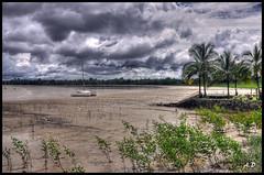 coincé par la marée (Alexis.D) Tags: mer france francaise nuage bateau foret hdr ponton fleuve kourou basse boue guyane marée