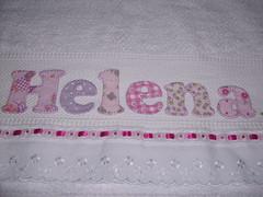 Toalha Helena, no detalhe, cores lils e pink (*Sonhos e Retalhos Ateli*) Tags: flores colagem patchwork letras borboletas bordado costura fitas patchcolagem toalhadebanho floresdetecido