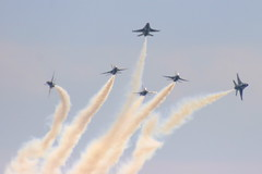 Air Show:  Thunderbirds breakaway