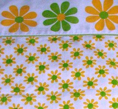 Yellow & green retro daisy sheet