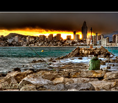 El pescador (Salva Mira) Tags: lighthouse storm faro fisherman tormenta temps far pescador benidorm tiempo solarenergy energiasolar oratge tronada energasolar salvamira