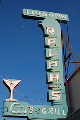 20090404 Ralph's Club & Grill (Tom Spaulding) Tags: california ca old sign bar vintage pub neon lounge tracy tavern signage ralphs us50 highway50 route50 lincolnhighway tracyca ralphsclub historicusroute50 ralphsgrill