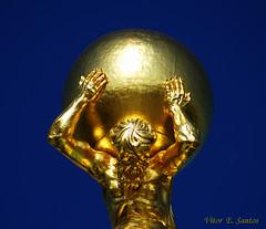 Ouro sobre Azul (Vitor Estrela Santos) Tags: blue sky berlin azul germany gold potsdam ceu alemanha ouro beautifulworld stnicolaschurch flickrific vitormes