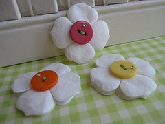 Sweet Button Flower (vsroses.com) Tags: bear pink blue baby house flower cute bunny green bird art cakes cup birds cake atc scrapbooking paper easter cherry cards candy teddy sweet handmade stroller mixedmedia sewing crafts craft felt chick stamp cupcake card eggs ribbon bouquet lollipop vsroses collagecard