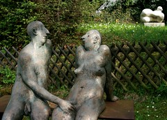 sculpture-spring-love (hatschiputh) Tags: sculpture hot green art love statue bronze fence garden spring couple artist lovers gras metall nuss strmpfelbach