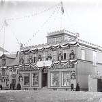 Verslunin Edinborg í Hafnarstræti, skreytt vegna konungskomu /  Edinborg store in Hafnarstræti 2-4, decorated in the occasion of the Danish king´s visit, 1907 /