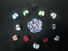 Joaninhas de tecido (Minhas Crias) Tags: flor artesanato mini borboleta fuxico joaninha tecido miniaturas trabalhosmanuais retalhos fuxicaria