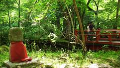 (nobrinskii) Tags: bridge japan garden geotagged kyoto  ohara  stonestatue richo  jizo sanzenin    gx200 geo:lat=35119665 geo:lon=1358347669