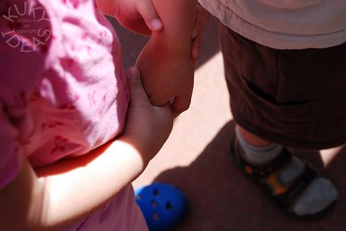 Holding hands. Awwwww!!