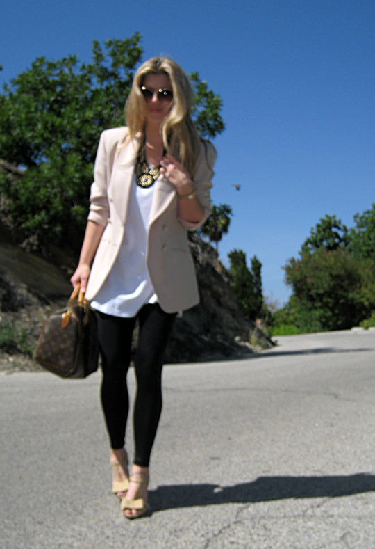 blazer+leggings+tshirt+louis vuitton bag