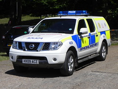 Hampshire Police | Nissan Navara | Rural Patrol Vehicle | HX09 ACZ (EmergencyVehiclePics1) Tags: new blue car race lights pier volvo video amazing call respect bell fast police run hampshire led yelp area bmw vehicle leds brand siren callout skoda shout response armed 999 x5 wail vrs on the bullhorn unmarked twotone lifesavers strobes rpu airhorn xc70 320d 530d