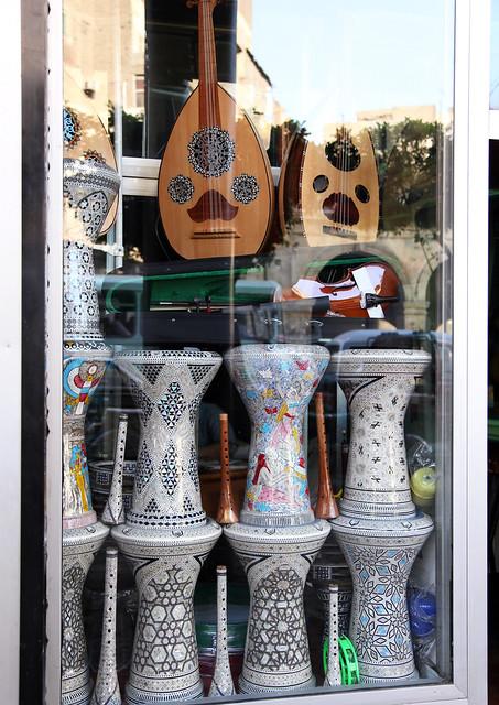エジプト、カイロの民族楽器店