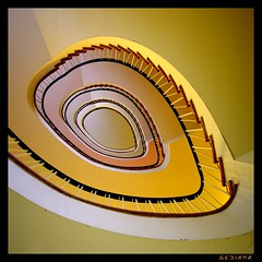 oval (sediama (break)) Tags: orange yellow stairs germany pentax treppe staircase treppenhaus karmanominated sediama pentaxk20d unintendedjewelry gelbigp1174 dankanpsg bysediamaallrightsreserved