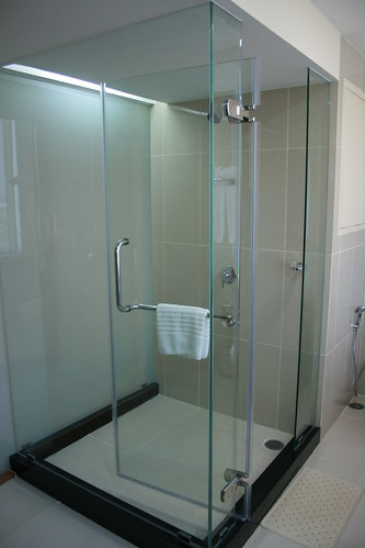 Superior D room shower