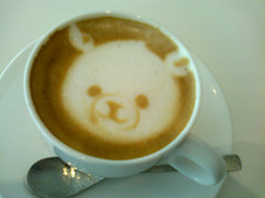 Bear on Latte (yoshiko314) Tags: bear art drink cellphone surface cafelatte 2009 latteart coffeelatte