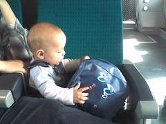 En train (midori_the_marmotte) Tags: baby phone matthieu