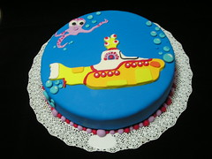 We all live... (Mariana Pugliese) Tags: birthday garden octopus beatles bday octopuss cumpleaños torta yellowsubmarine 241543903 cakebeatles marianapugliese pulpopaul