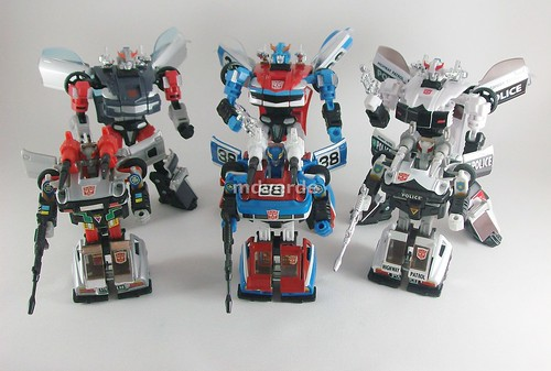 Transformers Smokescreen Classics Henkei vs Silverstreak vs Prowl vs G1 - modo robot
