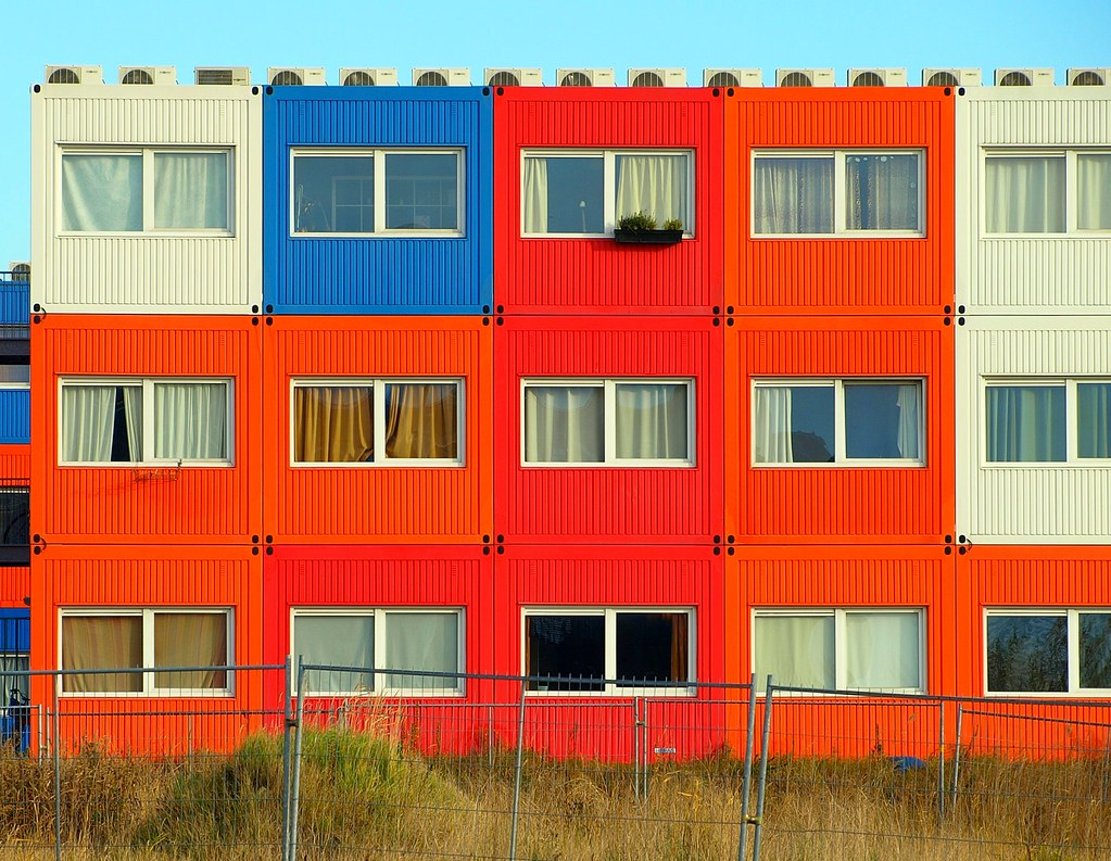 cool homes made out of recycled shipping containers [archive