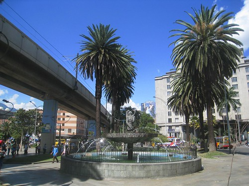 A fountain in the foreground, with the metro tracks behind